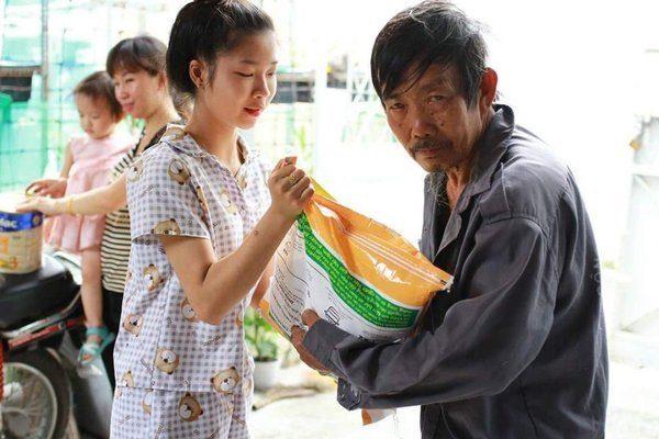 Các mạnh thường quân tin tưởng lựa chọn gạo từ thiện Vinh Hiển
